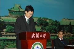 华大副校长杨宗凯在开幕式上致辞