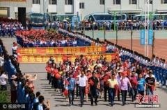 2017年高考举行 全国940万考生赶赴考场