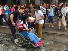 北京二中为脑瘫患者考生安排特殊考场